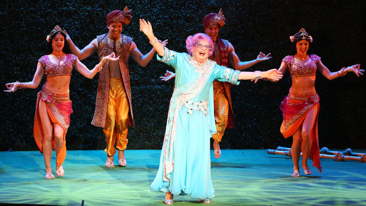 Dame Edna - REVIEW PIC